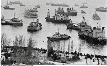 Корабли блокируют Бакинскую бухту в январе 1990 г.